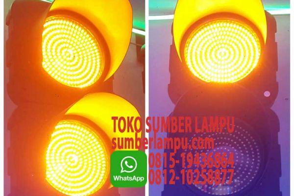 lampu traffic kuning
